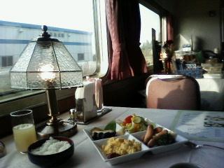 食堂車で朝食