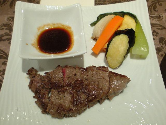 神戸牛を食べる